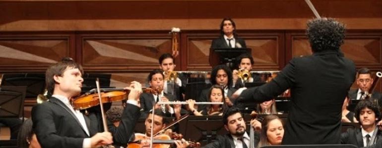 El violinista español Francisco Fullana debutó con Gustavo Dudamel