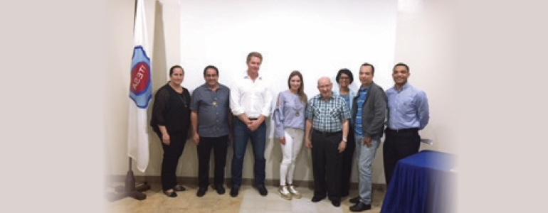 Fundación MPA entrega premio a Instituto Salesiano